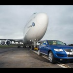 2007-Volkswagen-Touareg-tows-Boeing-747-Front-Angle-1600x1200